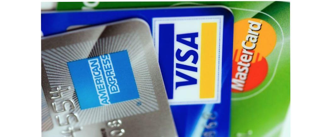 Kreditkarte American Express Visa MasterCard Symbolbild