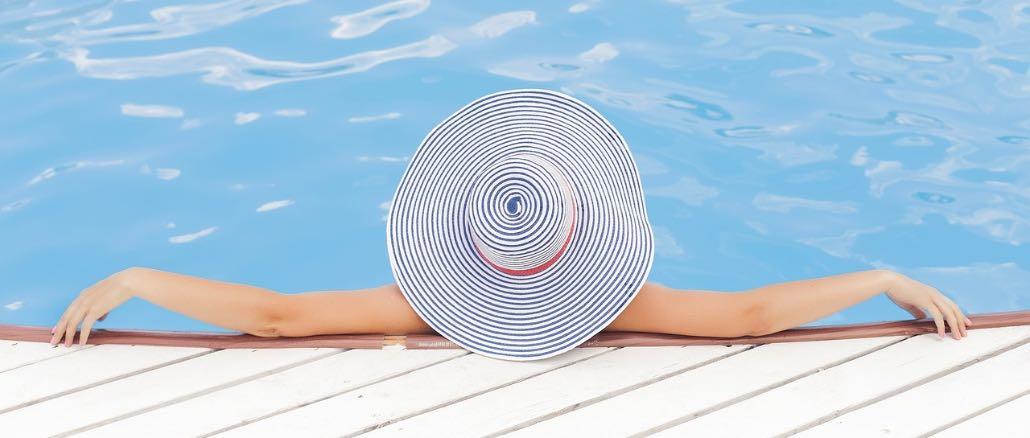 Urlaub Wasser Pool Symbolbild
