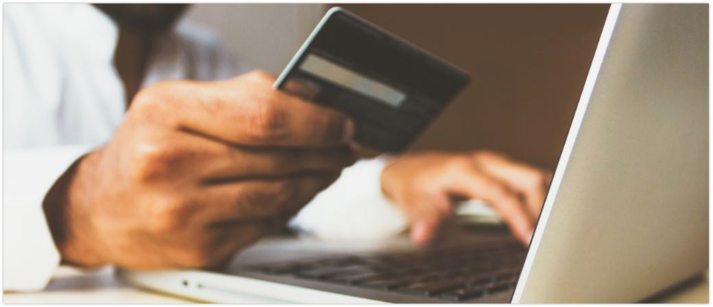Onlineshopping Onlinebezahlung Kreditkarte Symbolbild