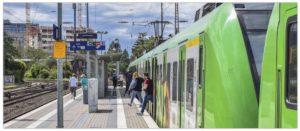 Symbolbild Zug Bahnhof