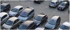 Symbolbild Auto Parken Parkplatz