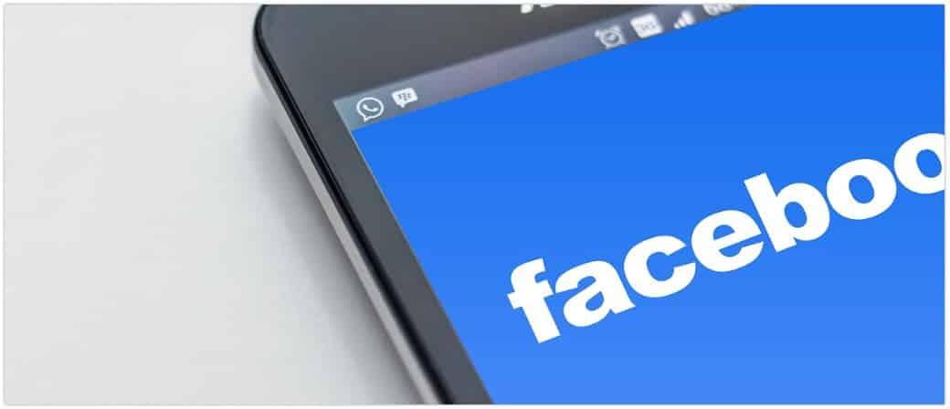 Facebook Symbolbild Smartphone