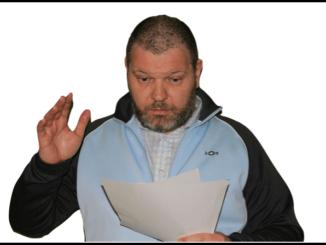 Symbolbild Mann Brief Mahnung Vollstreckung Drohung Angst
