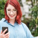 Bei einer Gewinnbenachrichtigung per WhatsApp-Nachricht, E-Mail oder SMS ist die Freude oft groß. Symbolbild