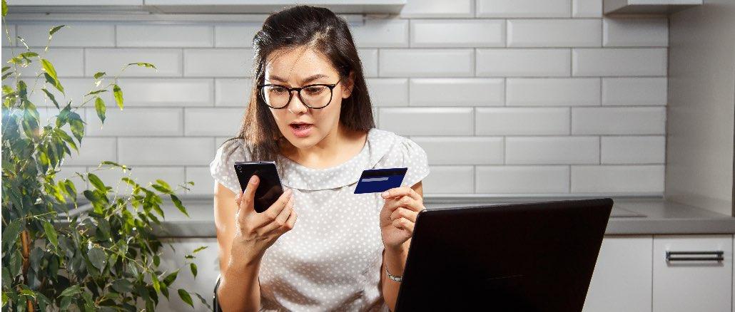 Kreditkarte Erstaunt Schreck Symbolbild