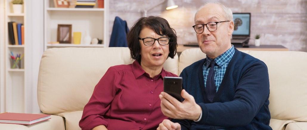 Telefon Handy Senioren Rentner Symbolbild