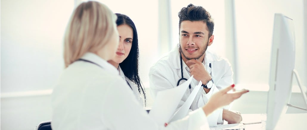 Arzt Besprechung Hilfe Empfehlung Symbolbild