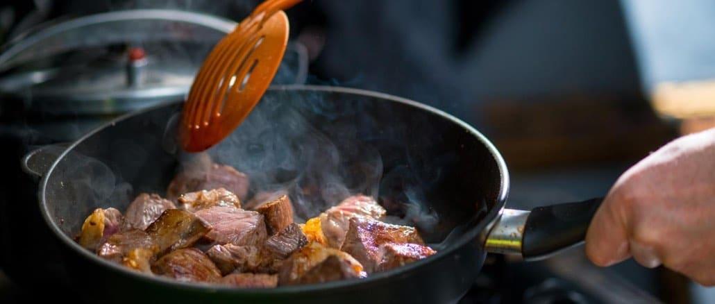 Fleisch Zubereitung Symbolbild